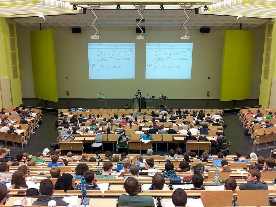 zestawy interaktywne w sali wykładowej